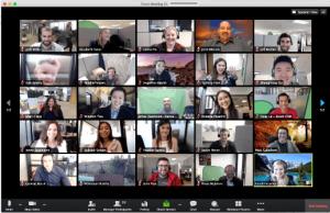 Feste aziendali online virtuali da casa streaming video con colleghi famiglie e bambini